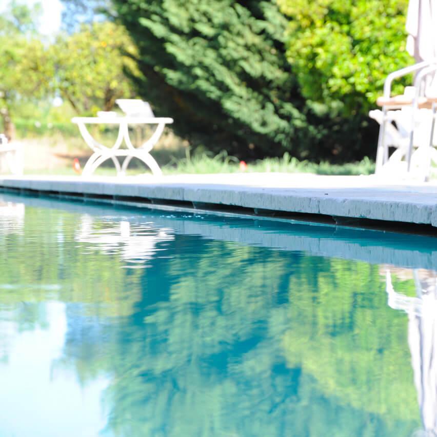 bordo piscina sottosfioro