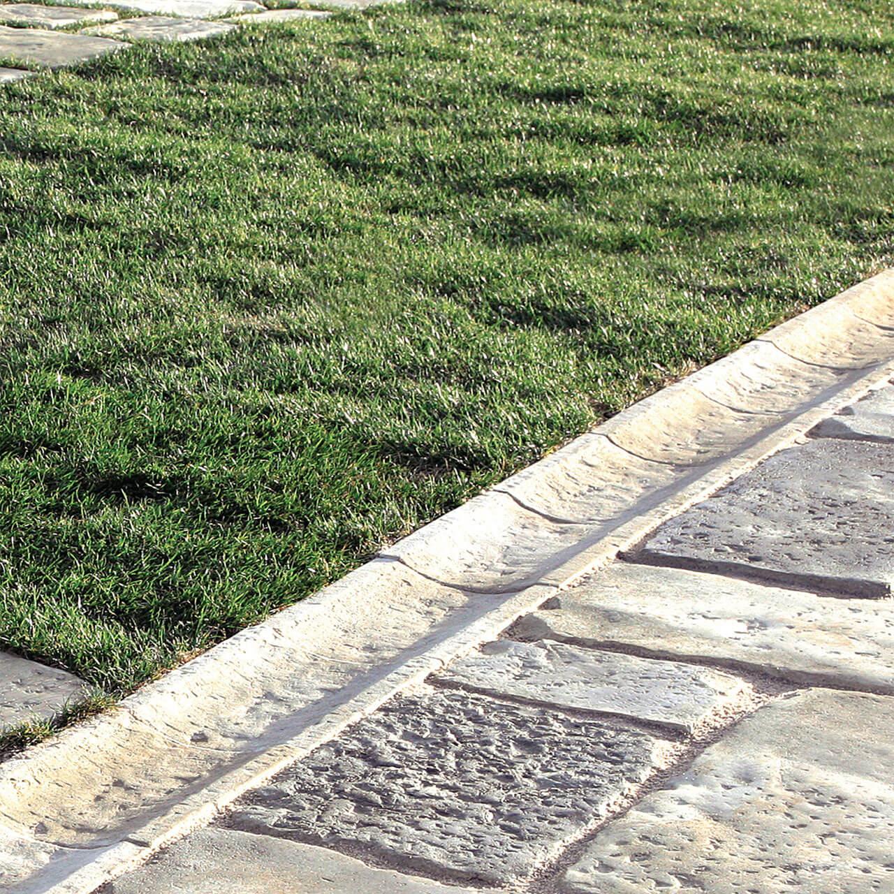 Canalina in pietra per lo scolo dell'acqua piovana