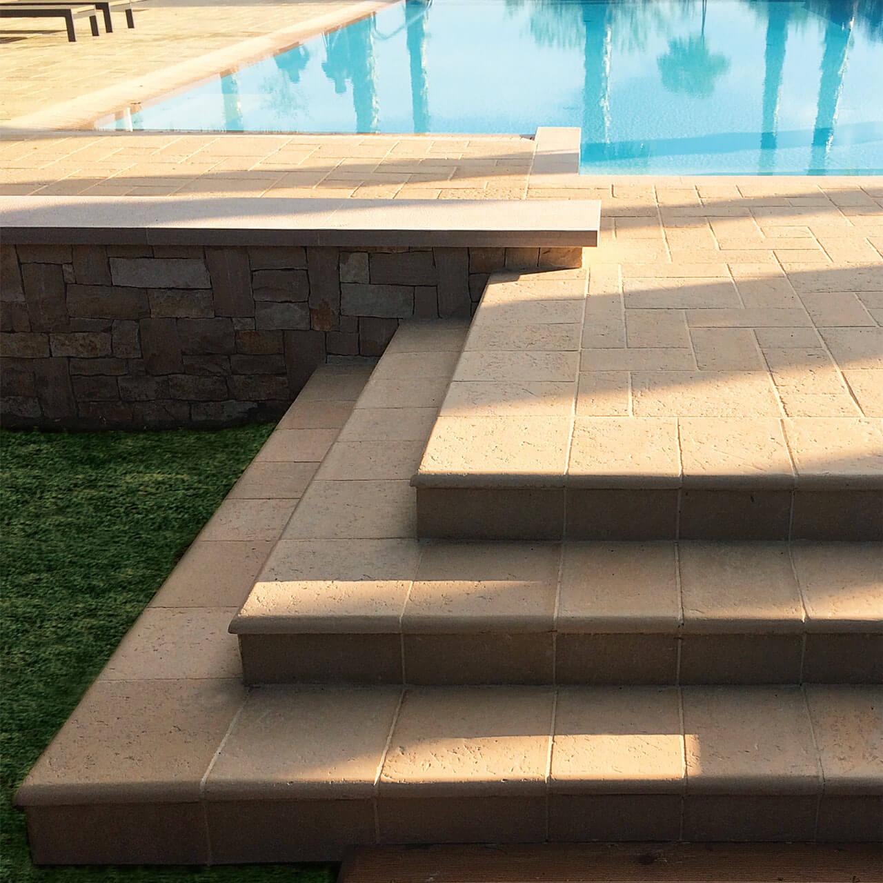 Gradini Acaya in pietra ricostruita per piscine e camminamenti